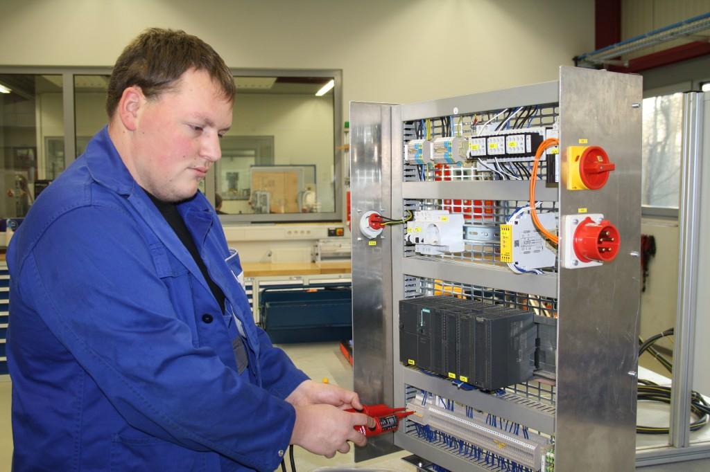 Elektroniker/in für Betriebstechnik bzw. Automatisierungstechnik